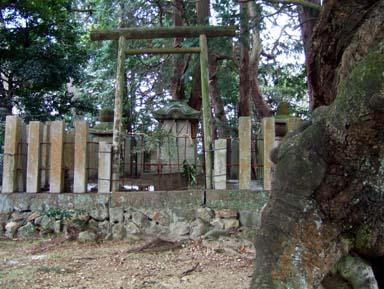 雨山城本丸跡にある雨山龍王社