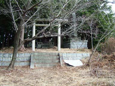 土丸城本丸跡にある神社鳥居