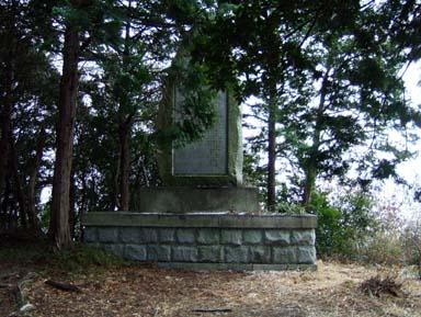 土丸城本丸跡にある石碑