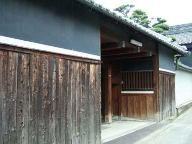 陣屋移築門1