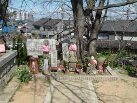久米田池端の水取地蔵
