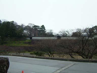 金沢城鶴の丸長塀と鶴丸倉庫遠望