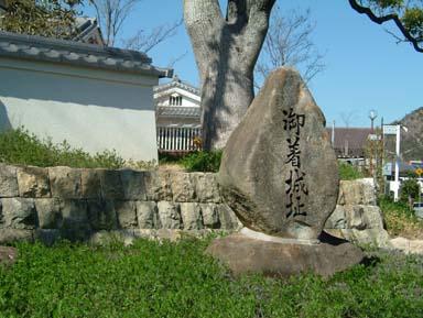 御着城石碑と模擬土塀