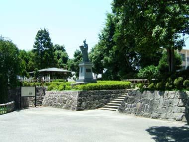 高槻城址公園の高山右近像