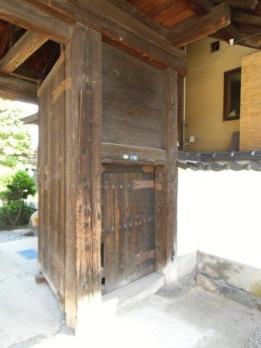 梵行寺山門潜り門(高擶陣屋移築表門)