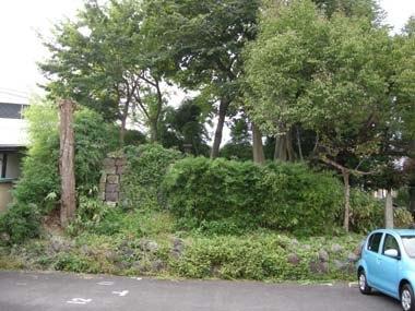 錦町に残る三の丸堀跡の土塁石垣