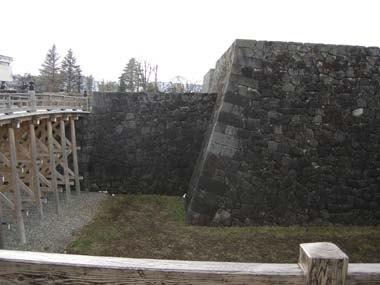 山形城本丸一文字門橋と櫓門石垣