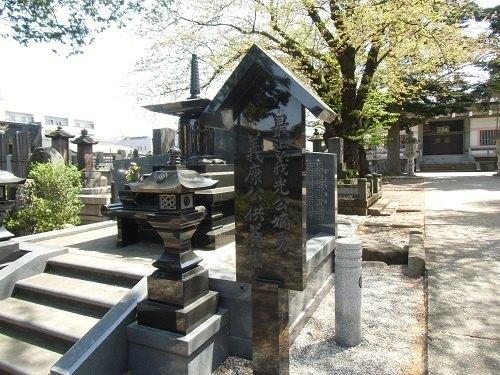 常念寺境内の最上義康墓