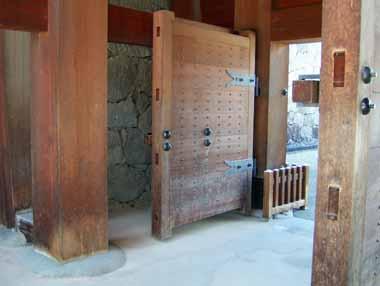 二の丸東大手櫓門柱と扉