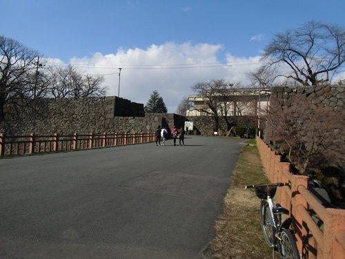 山形城二の丸南大手門跡入り口陸橋(2015)