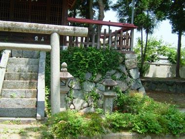 織田小学校脇にある建勲神社(信長を祀る)