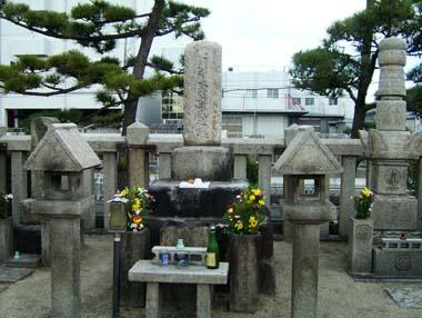 木村重成の墓(八尾市幸町)