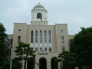 駿府町奉行所跡に建つ市役所