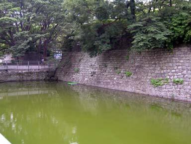 大手御門付近の三の丸堀
