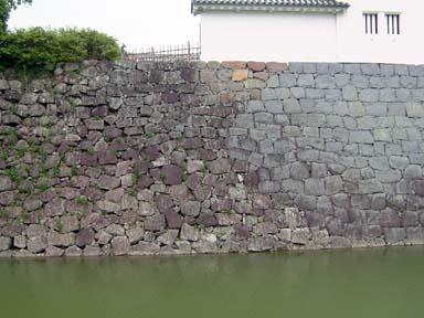 巽櫓下の新旧石垣継目