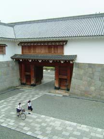 東御門多門櫓内部から櫓門正面