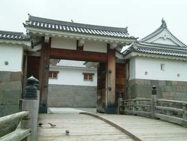 東御門木橋と高麗門表