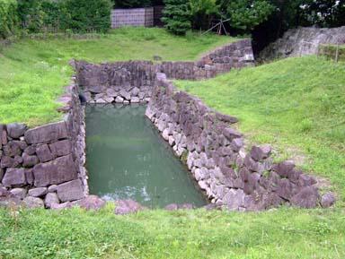 本丸堀への二の丸堀から導水部分