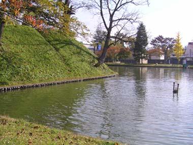 新庄城本丸土塁と堀(1)