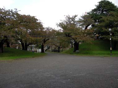 鶴岡城外北門と二の丸土塁