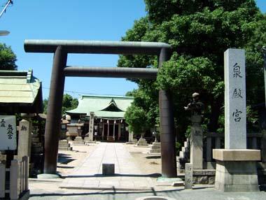 銅板葺きの泉殿宮鳥居