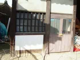 移築門部屋入口扉