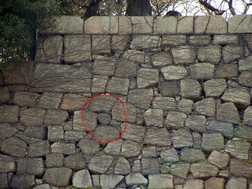 本丸石垣の人面石