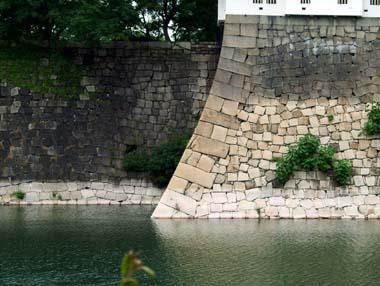 六番櫓下の抜け穴