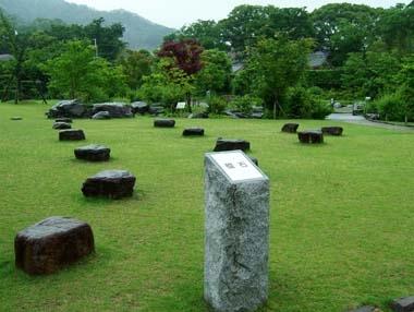 本郭内の礎石群