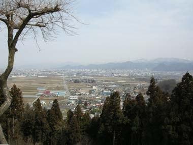 長谷堂城本丸から山形城を見る