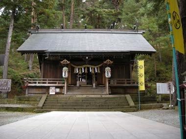 舞鶴山に鎮座する建勲神社