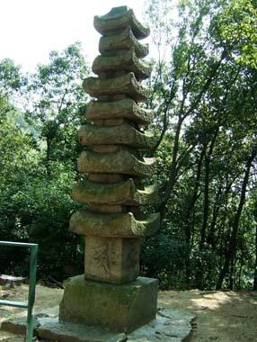 石造り九重層塔