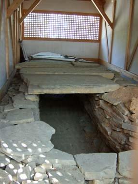 忍陵神社の古墳石室