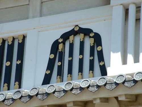 菱の門の華燈窓