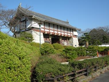 改修後の伏見城大手門