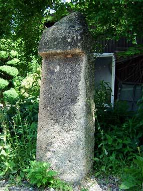 薬師堂境内の古碑3