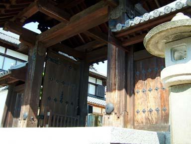 月照寺へ移築された切手門1