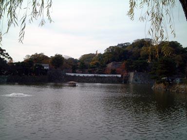 岡口門と土塀と堀