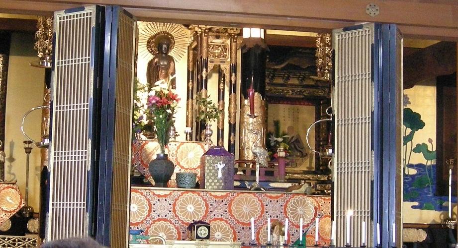 菩提寺の本堂仏壇