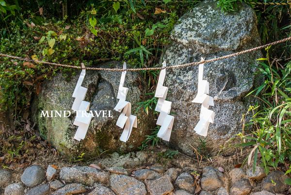 飛鳥坐神社 むすひの神石