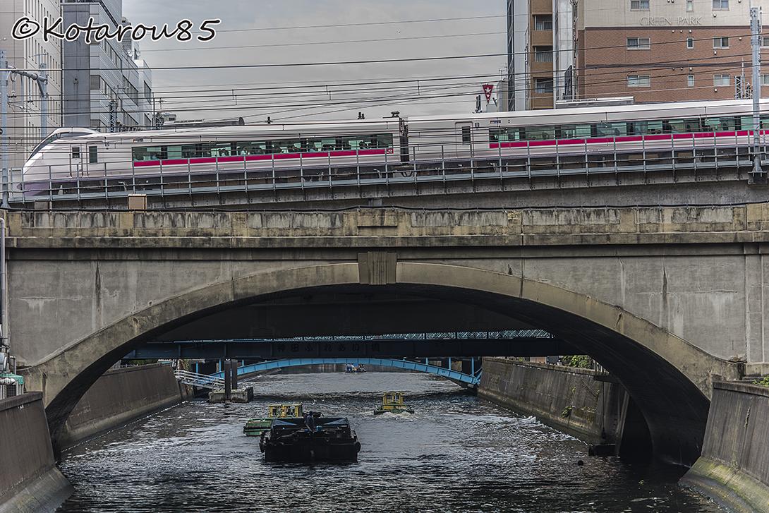 神田川を渡る東北新幹線 20151118
