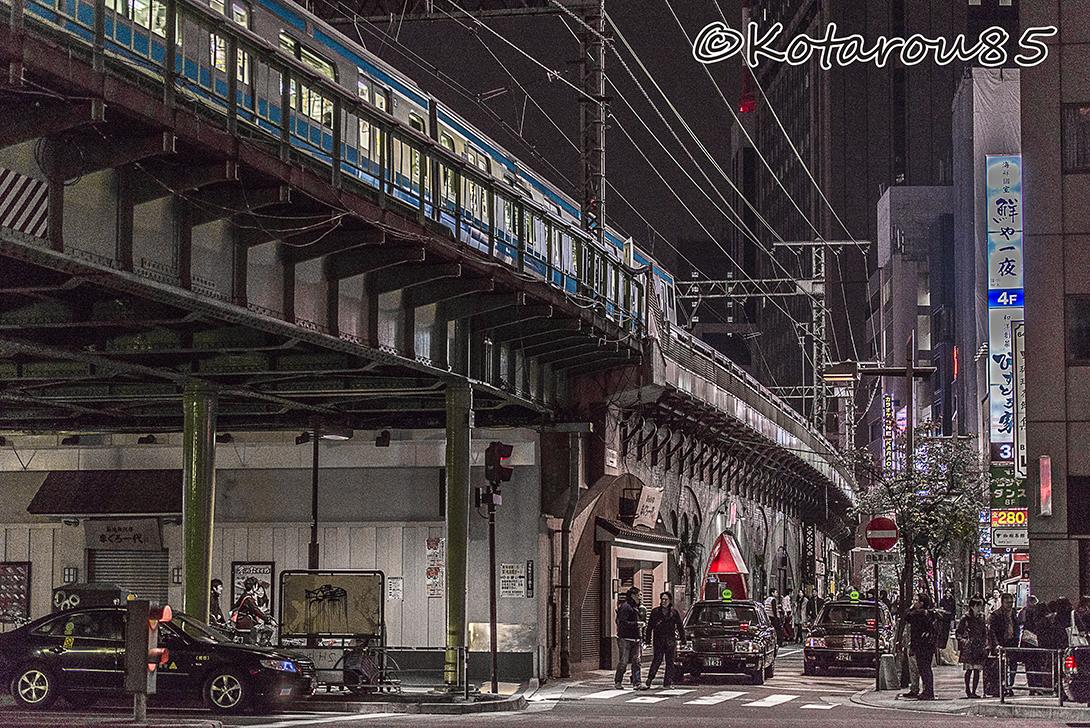 有楽町を電車が走る 20151221