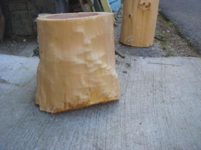 間伐材の皮むき