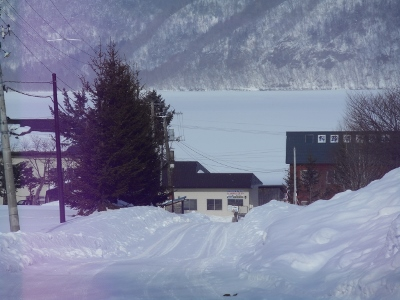 屈斜路湖が結氷