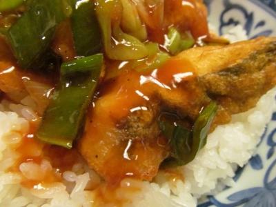 メダイの唐揚げ丼甘酢ソースアップ1