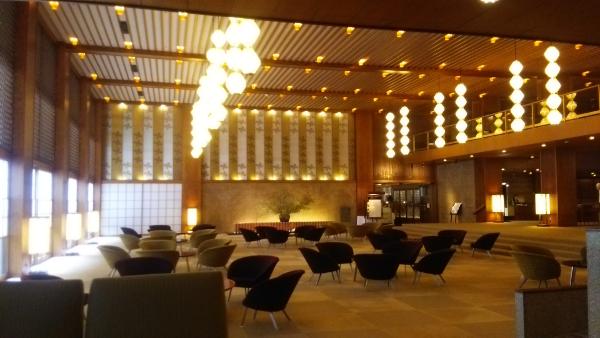 Lobby_in_HOTEL_OKURA,_Tokyo
