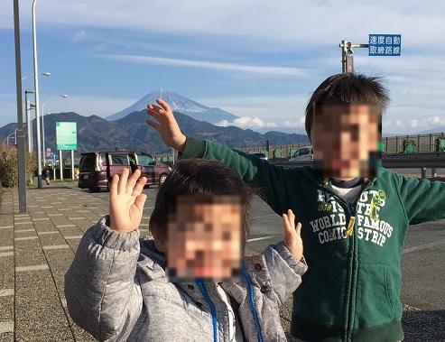 8 東名高速のSAから富士山
