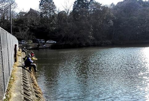 14 信貴山中腹の池
