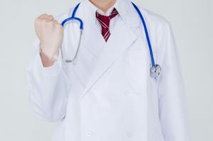 ガッツポーズのドクター