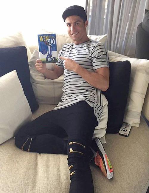 クリスティアーノ・ロナウド(Cristiano Ronaldo):ヴェルサーチ(Versace)ナイキ(Nike)